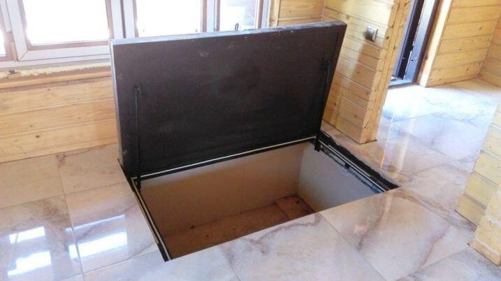 Напольный люк на газовых амортизаторах
